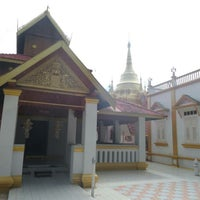 Photo taken at วัดท่ามะโอ by Thepkanith Y. on 9/19/2014