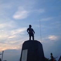 Photo taken at Phraya Pichai Dab Hak Monument by Daowny T. on 5/15/2016