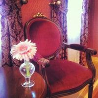 10/31/2012 tarihinde Zuhal T.ziyaretçi tarafından Darüssaade İstanbul Hotel & Cafe'de çekilen fotoğraf
