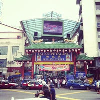 Photo taken at Petaling St. (茨厂街 Chinatown) by Creeze on 7/14/2013