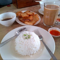 Photo taken at Restoran Apiwon by Izza Fara on 9/25/2012
