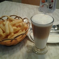 Photo taken at Vivo American Pizza & Panini by Ena I. on 10/21/2012