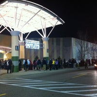 Photo taken at Great Lakes Crossing Outlets by maza m. on 11/23/2012