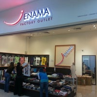 Photo taken at J ENAMA FACTORY OUTLET by Ho Keong L. on 6/24/2013