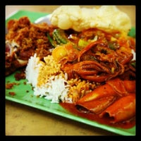 Photo taken at Restoran Kok Siong (海鲜大炒) by i.Hunt Food on 12/18/2013