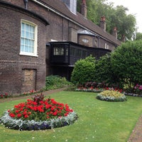Photo taken at Geffrye Museum by Roy B. on 6/22/2013