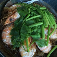 Photo taken at Kia Nguan Restaurant Mahachai Seafood by lookpooh w. on 1/2/2016