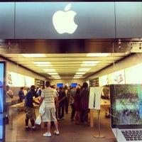 Photo taken at Apple Store, Houston Galleria by Luis M. on 9/25/2012
