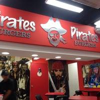 Foto tomada en Pirates Burgers por Pepe H. el 11/21/2013