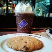 Photo taken at The Coffee Bean & Tea Leaf by Wabbi W. on 6/10/2013