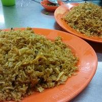 Photo taken at Kedai Kopi dan Makanan Hoe Soon by Andrew P. on 6/13/2015