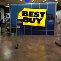 Photo taken at Best Buy by pAx on 4/6/2016
