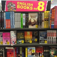 Photo taken at POPULAR Bookstore by Fitri Syazwan J. on 3/25/2016