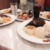 Photo taken at Kenny Rogers Roasters by Weeya Z. on 4/10/2016