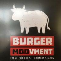 Photo taken at Burger Moovment by Israel R. on 9/30/2016