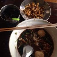 Photo taken at ก๋วยเตี๋ยวหมูเลียงพี่ป้อม by anne. on 8/15/2014