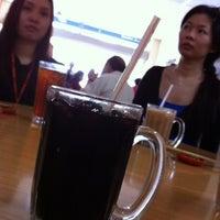 Photo taken at Restoran Win Heng Seng (永兴城茶室) by Kenny K. on 5/4/2012