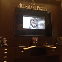 Photo prise au Audemars Piguet Boutique par Kate L. le4/8/2014