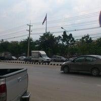 Photo taken at หน้า ม.มหิดล ศาลายา by Supavut M. on 9/26/2012