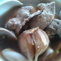 Photo taken at Restoran Sze Hwa Bak Kut Teh (古来世华肉骨茶) by Hong Lim P. on 4/23/2014