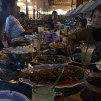 Photo taken at Restoran Phuket Seafood by Nur Khairunnisa A. on 2/1/2015