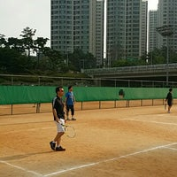 Photo taken at 반포종합운동장 테니스코트 by Eugene J. on 6/14/2014