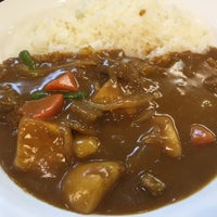 Photo taken at カレーハウス CoCo壱番屋 港区青山1丁目店 by Kenji S. on 4/10/2015