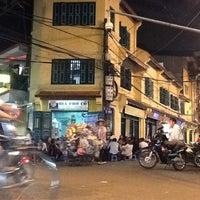 Photo taken at Bia Hơi Corner by Lallo G. on 11/14/2012