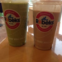 Photo taken at Robeks Fresh Juices & Smoothies by Nicole C. on 12/1/2013