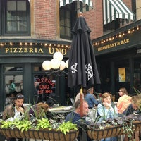 Photo taken at Uno Pizzeria & Grill - Chicago by Héctor M. on 5/26/2013