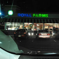 Photo taken at Royal Farms by King👑💵 on 4/28/2013