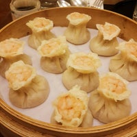 Photo taken at Din Tai Fung 鼎泰豐 by Kevin M. on 8/6/2016