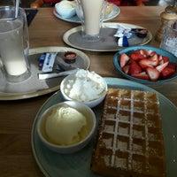 Photo taken at Brasserie Manjefiek by Shari V. on 10/13/2016