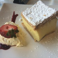 Photo taken at Giorgios Restaurant by Graeme D. on 11/16/2014