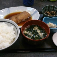 Photo taken at 魚料理のじま by Masa K. on 1/10/2015