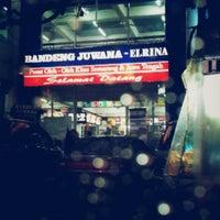 Photo taken at Pusat Oleh-Oleh Khas Semarang by Eko T. on 2/2/2014