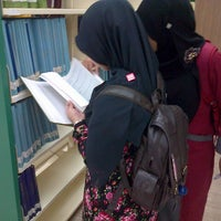 Photo taken at IIUM Darul Hikmah Library by Miera N. on 11/21/2012