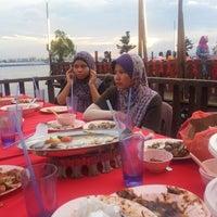 Photo taken at Senibong Village Seafood by Hasb Mohd on 12/9/2012