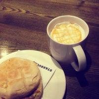 Photo taken at Starbucks by Kuen P. on 5/27/2014