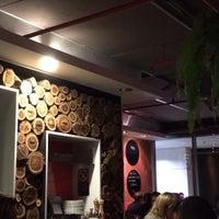 Photo taken at Pizza Mario by Ricardo B. on 5/22/2015