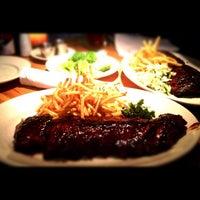 Photo taken at Houston's Restaurant by Robert D. on 8/30/2012
