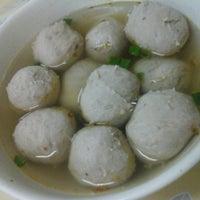 Photo taken at Kar Heong Chicken Rice by Naomi Y. on 8/26/2014