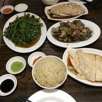 รูปภาพถ่ายที่ 五星海南鸡饭 five star hainanese chicken rice โดย Kan L. เมื่อ 6/4/2016