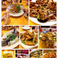 Photo taken at Restoran Hau Kee Seafood (口记海鲜楼) by Eacolin E. on 2/7/2014