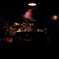 Photo taken at Rock Bottom Restaurant & Brewery by Aurélio Gregorio L. on 5/16/2013