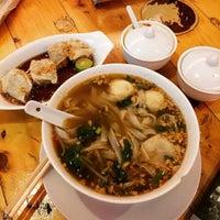 Photo taken at Sen Lek Thai Noodle by Gerwin S. on 6/19/2015