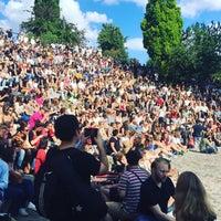 Photo taken at Sonntagskaraoke im Mauerpark by Andrew S. on 6/26/2016