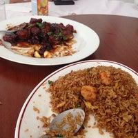 Photo taken at Restaurante Oriental by Enrique C. on 3/28/2014