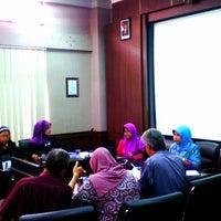 Photo taken at Gedung Dekanat Fakultas Teknik by Antariksa S. on 11/17/2014