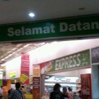 Photo taken at Giant Hypermarket by ichika s. on 7/8/2013